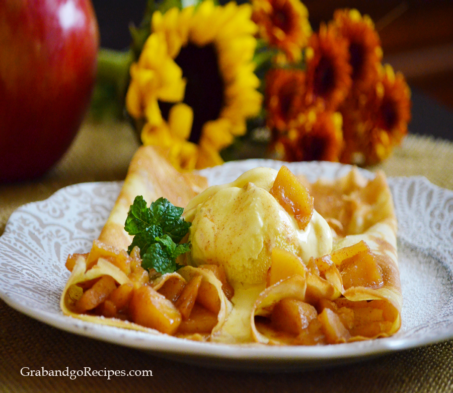 Apple cinnamon sauce crepes main
