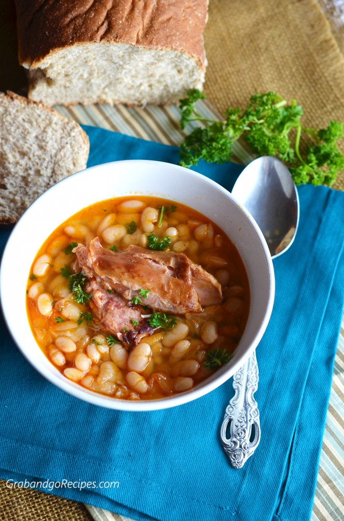 Bean soup with smocked turkey