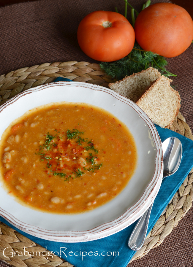 Slow Cooker White Bean Soup Vegetarian